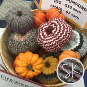 knitted-pumpkins